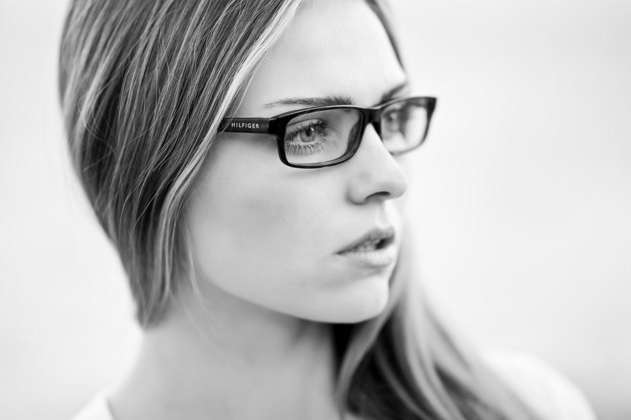 divatos női szemüvegek